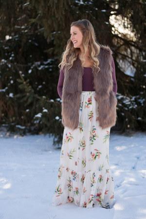 tan faux fur JustFashionNow vest - Brittanys Beauty Box bodysuit