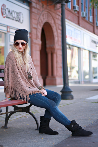 knit poncho Rosegal cape - black slouch bearpaw boots