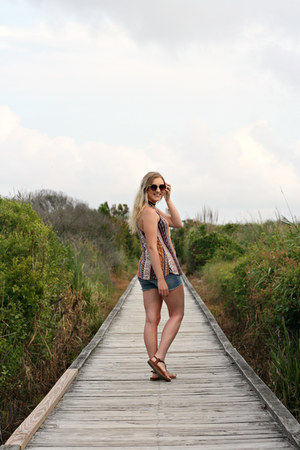 boho print Rue 21 top - light denim H&M shorts
