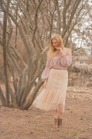 apricot mesh zaful skirt - taupe modcloth boots - Forever 21 blouse