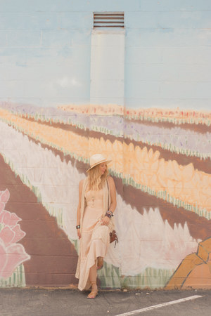 crochet maxi modcloth dress - neutral shade Forever 21 hat