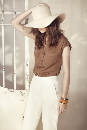 off white Massimo Dutti hat - light brown Massimo Dutti shirt