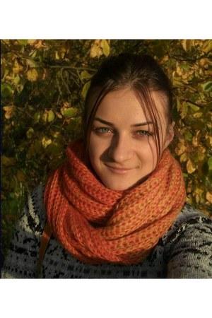 orange Bershka scarf