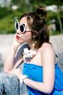 White-linda-farrow-sunglasses-vans-sneakers-blue-melissa-odabash-bodysuit
