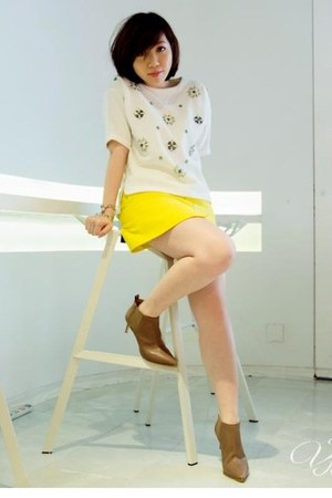 tan karen millen boots - yellow karen millen skirt