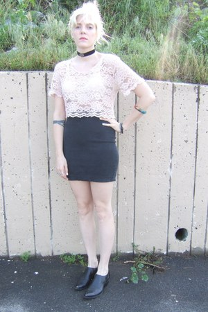 black vintage shoes - black vintage skirt - light pink lace vintage top