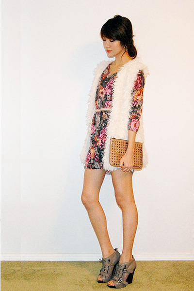 floral sweater - white furry vest - nude Skinny belt - beige studded bag - neutr