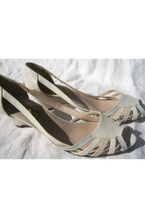 off white Van Eli shoes - beige etsy vintage - periwinkle vintage