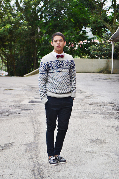 cream Pull & Bear sweater - black Foreva shoes - white H&M shirt