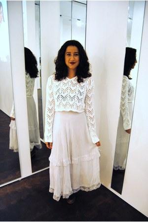 white maxi yera skirt - ivory cropped American Attitudes top