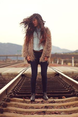 camel fur Naomi & Lavneder jacket - black vintage boots