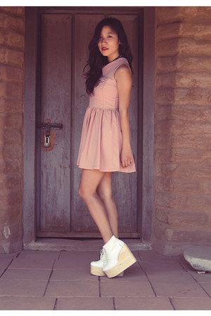 light pink dress - white olga Deandri wedges