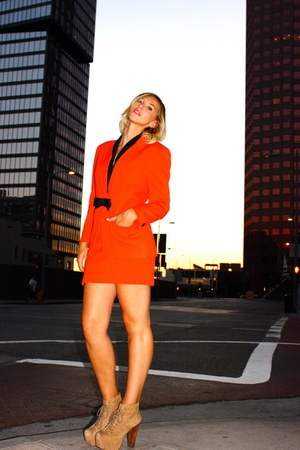 carrot orange Von Vixen Vintage suit - camel brown Jeffrey Campbell heels