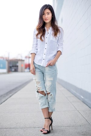 white free people shirt - sky blue vintage jeans - black Zara heels