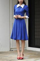 blue vintage dress - ruby red arch heels