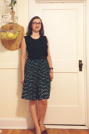 teal pleated Forever 21 skirt - brown loafer shoes - black muscle linen t-shirt