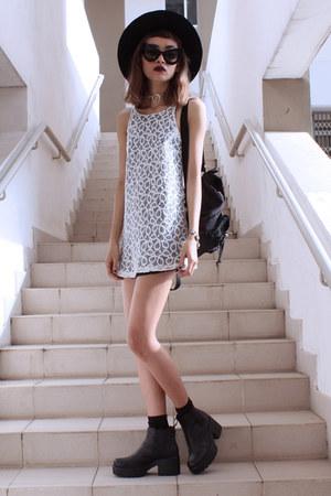 white Motel Rocks dress - black vagabond boots - white CHOKERFREAK necklace