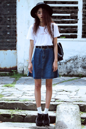 white GOODGIRLTEES t-shirt - navy blackfive skirt