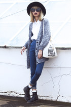 heather gray Young Hungry Free cardigan - black Dr Martens boots