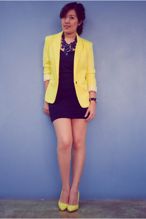 yellow Zara blazer - navy Forever 21 necklace - yellow Forever 21 pumps
