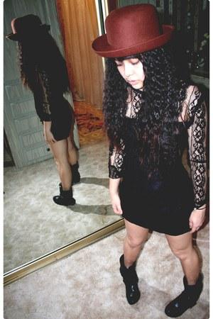 ankle black boots - vintage black dress - 100 wool brown hat