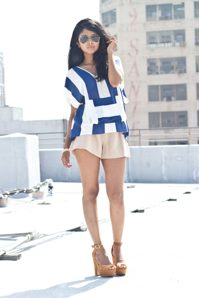 tan Steve Madden pumps - poncho Toi et Moi sweater - culottes Kahlo shorts