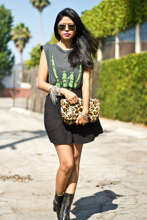 dark green muscle tee UNIF t-shirt - black Jeffrey Campbell boots