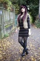 dark khaki faux fur vest vest - black litas Jeffrey Campbell boots