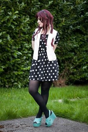 black polka dot dress H&M dress - white Forever 21 vest