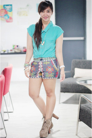sky blue tribal sequined FilipInna shorts - dark khaki Jeffrey Campbell boots
