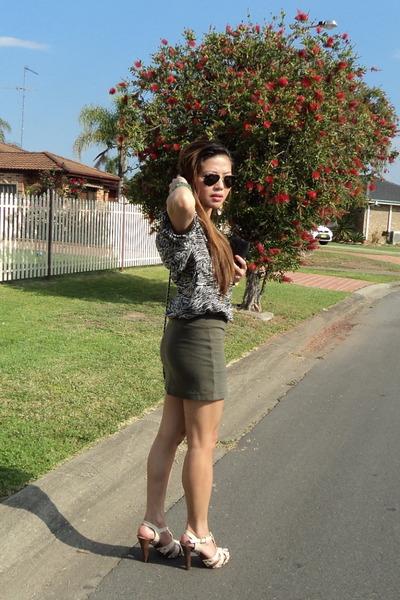 dark khaki Forever 21 skirt - aviator rayban sunglasses