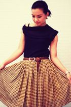 black dress up top - yellow Assisi skirt