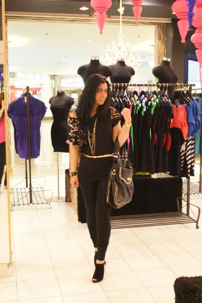 black H&M top - black Nine West shoes - black Betsey Johnson purse - gold Juicy