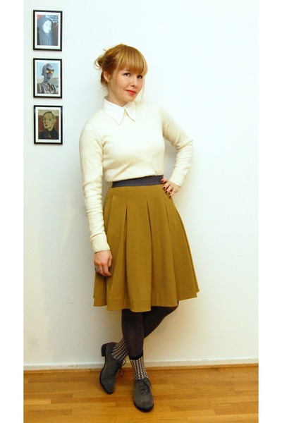 8b16b05953 dark khaki COS skirt - heather gray bronx shoes - ivory thrifted vintage  sweater