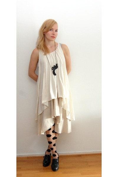off white Uniqlo dress - GINA TRICOT tights - black vagabond wedges