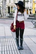 Bershka shirt - Hunter boots - Nine West hat - Dayaday bag - Levis shorts