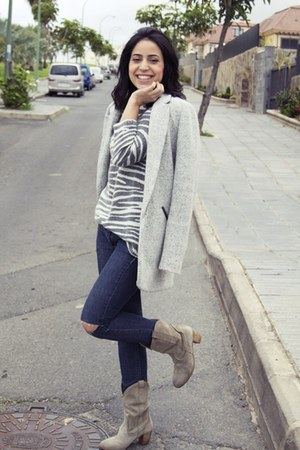 pull&bear coat - Zara boots - Springfield sweater