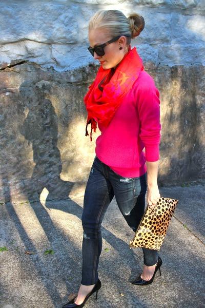 Leigh & Luca scarf - Rag & Bone JEAN jeans - Equipment sweater