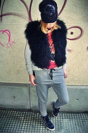 black Zara vest - black River Island hat - heather gray Zara sweatshirt
