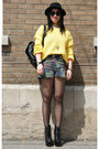Olivia-sweater-urban-outfitters-shorts