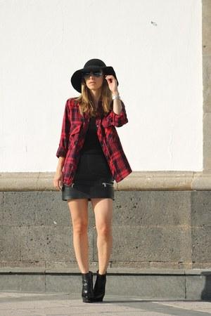 Zara shirt - Michael Kors boots - Massimo Dutti hat