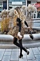 tan vintage dress - black foleycorinna purse