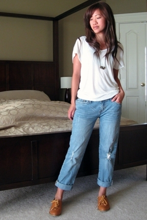 Forever21 t-shirt - Wet Seal jeans - store in korea shoes