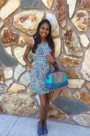 navy shoes - navy unknown brand shoes - navy dress - aquamarine Guess purse