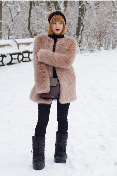 faux fur Pepe Jeans coat - moon boots Love Moschino boots - Matt & Nat bag