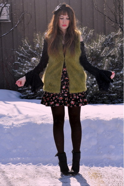 chartreuse Forever 21 vest - bubble gum winners skirt