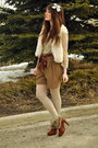 Tawny-fur-boots-atseoulcom-boots-dark-khaki-suzy-shier-shorts-off-white-chin
