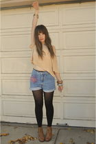 beige H&M top - blue Hollywood shorts - brown the bay shoes