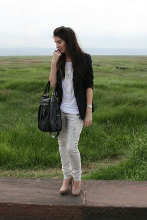 beige suede shoes - distressed jeans - boyfriend blazer - white top - pearl neck