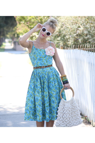 vintage bracelet - vintage dress - vintage bag - Nasty Gal sunglasses